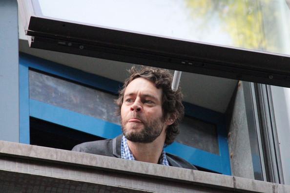 TT au balcon après avoir fait une émission de radio à milan  1011240129301012327180904