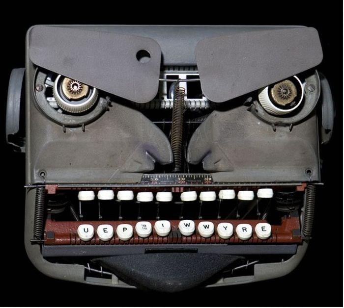 Sculptures et machines à écrire... dans ARTS DIVERS : 1101210415321066577506400