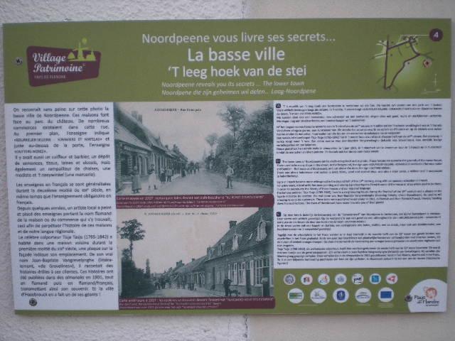 Drietalige & viertalige borden van 'Village Patrimoine' 110307021141970737773014