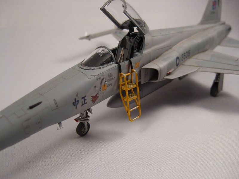 Northrop RF-5E Tigereye  AFV club 110316110015776117830026