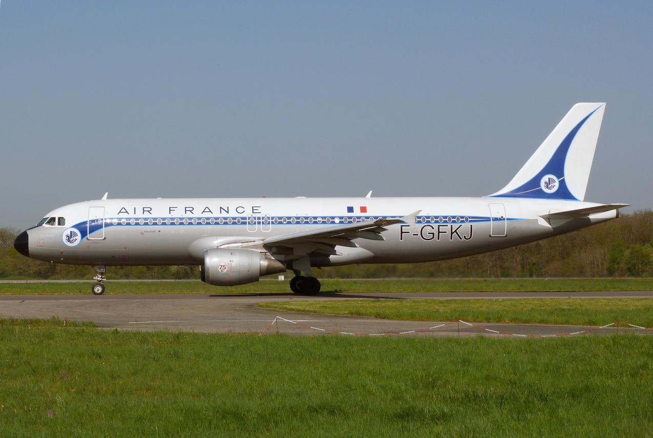 [F-GFKJ] A320 RetroJet Air France - Page 2 1104121225071179737977154