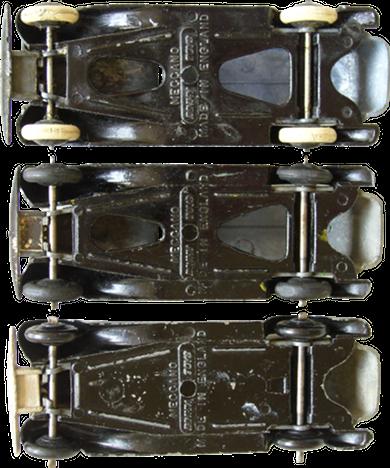 Une autre variante de chassis plein existe avec Dinky-Toys directement gravé à plat sur le chassis et non sur une sorte de support