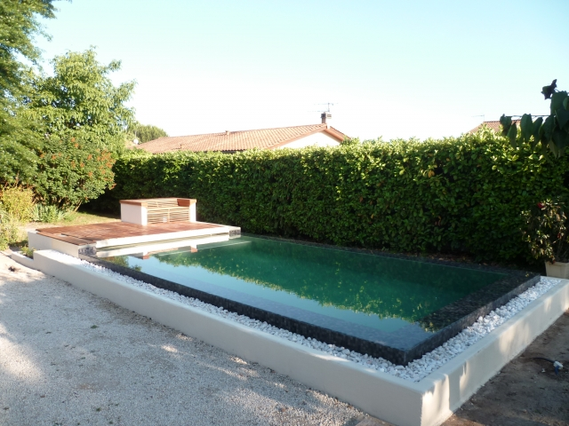 Piscine miroir sur lev e niveau variable 6 x 3 m for Piscine miroir en kit