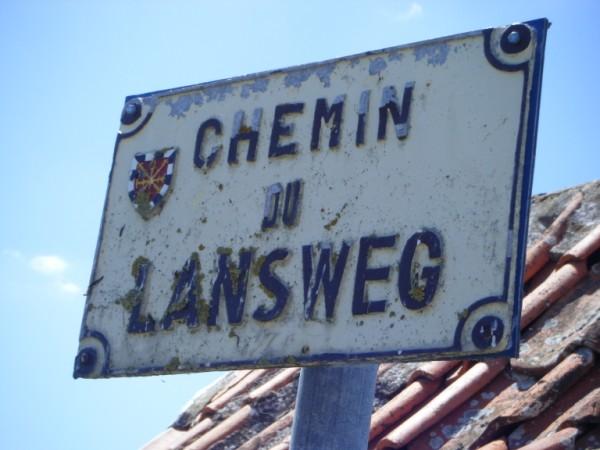 Tweetalige verkeersborden in Frans-Vlaanderen - Pagina 7 110602043434970738256065