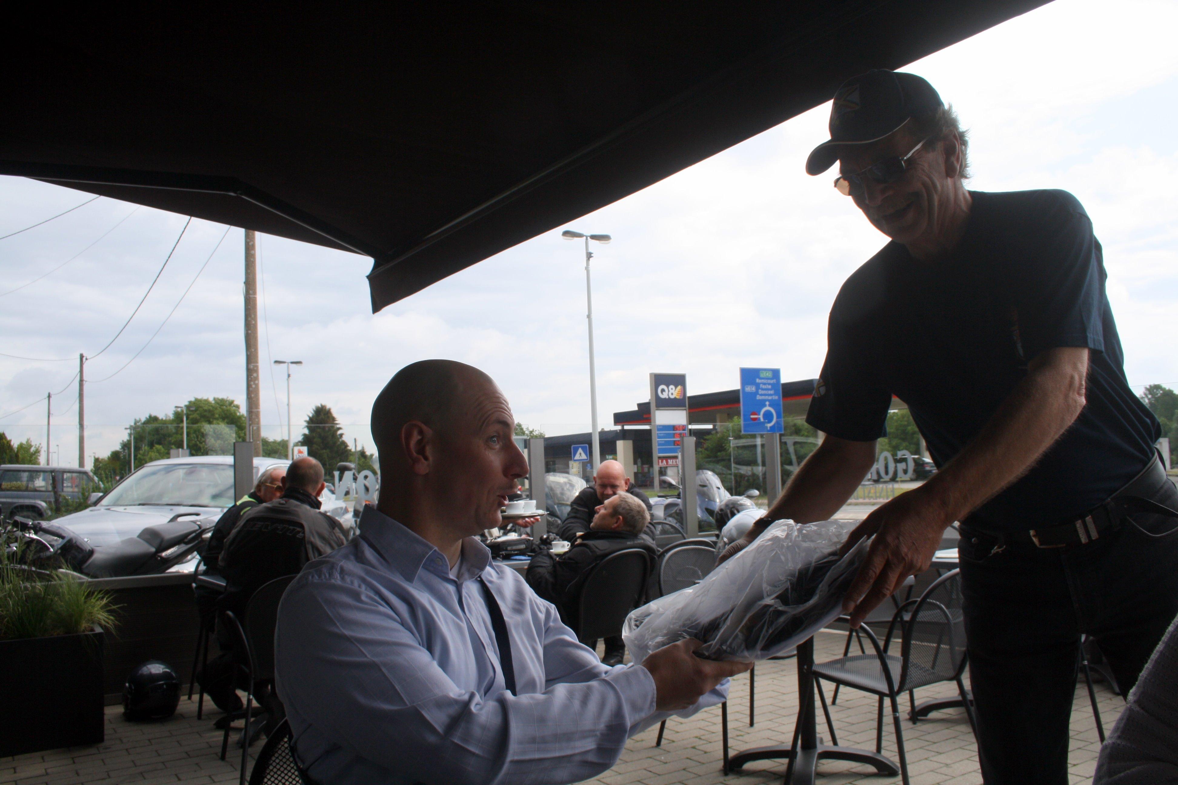Distribution des t-shirts à Liège le 11.06.2011 1106110818451095838306396