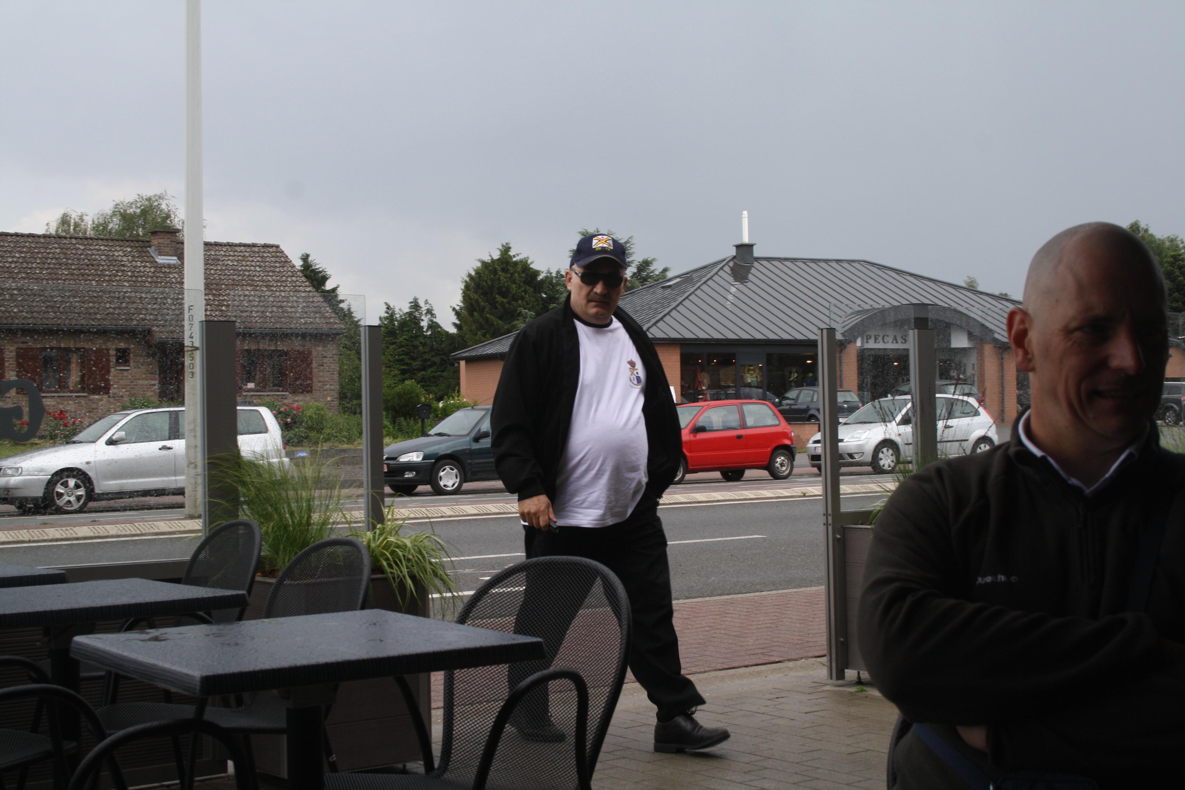 Distribution des t-shirts à Liège le 11.06.2011 1106120822541095838307808