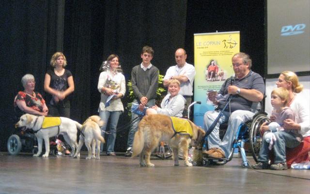 2011 : Remise des chiens d'assistance 110618054853185828343087