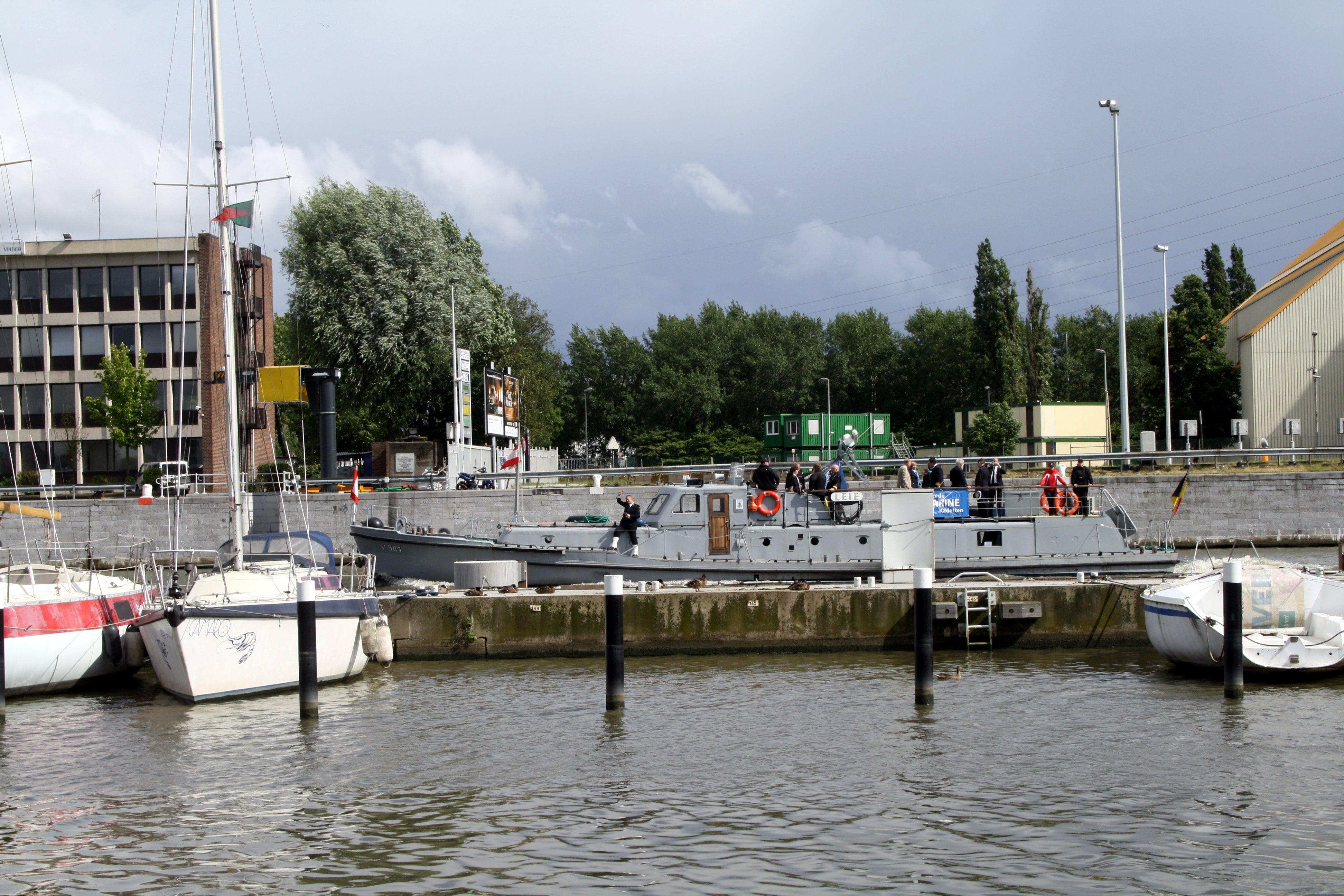 Fastes des Cadets de Marine à Bruxelles le 18/06/2011 - Page 22 1106220459091095838364422
