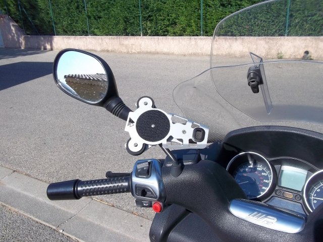 Support Ram Mout pour nos scooters 3 roues 110622075120261798365608