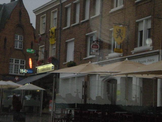 De Vlaamse vlag op onze huizen hangen 110713094253970738466400