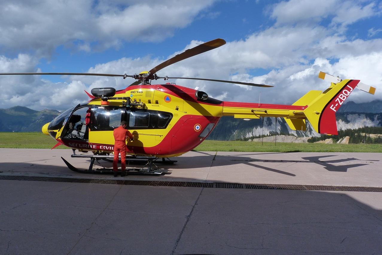 [06/08 - 17/08/2011] : Annemasse, Courchevel, Annecy, Chamonix... : Hélicos et avions dans les Alpes 1108310159251326458667926