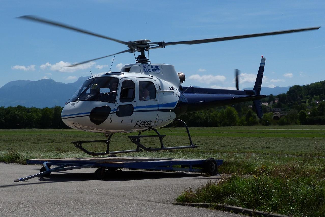 [06/08 - 17/08/2011] : Annemasse, Courchevel, Annecy, Chamonix... : Hélicos et avions dans les Alpes 1108310216311326458668071