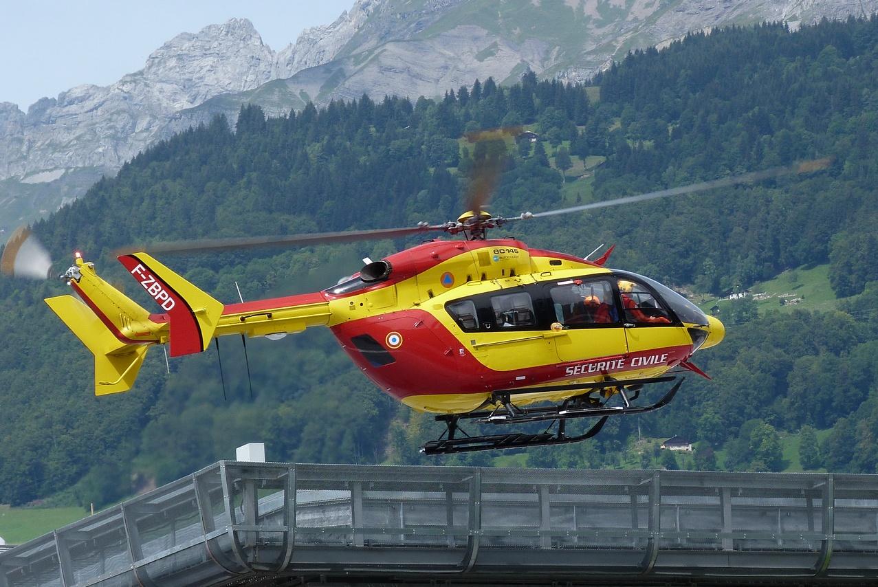 [06/08 - 17/08/2011] : Annemasse, Courchevel, Annecy, Chamonix... : Hélicos et avions dans les Alpes 1108310216361326458668090