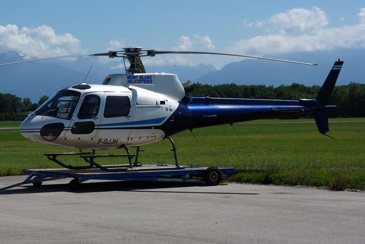 [06/08 - 17/08/2011] : Annemasse, Courchevel, Annecy, Chamonix... : Hélicos et avions dans les Alpes 1108310249261326458668161