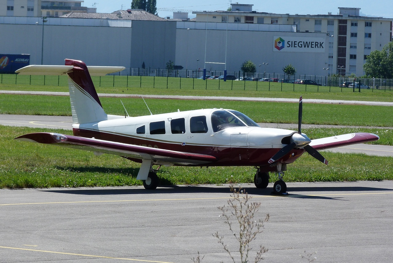 [06/08 - 17/08/2011] : Annemasse, Courchevel, Annecy, Chamonix... : Hélicos et avions dans les Alpes 1108310251401326458668166