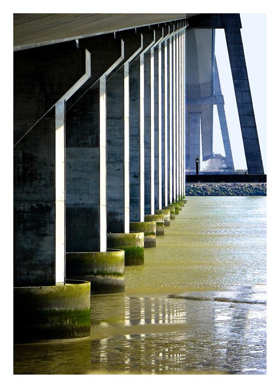 les piles du pont de Normandie 111001100830749578829585