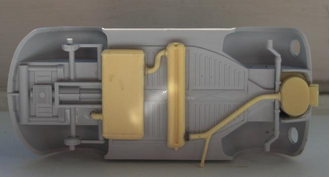 Volkswagen type 230 gaz  CMK 1/35 111017051802667018915519