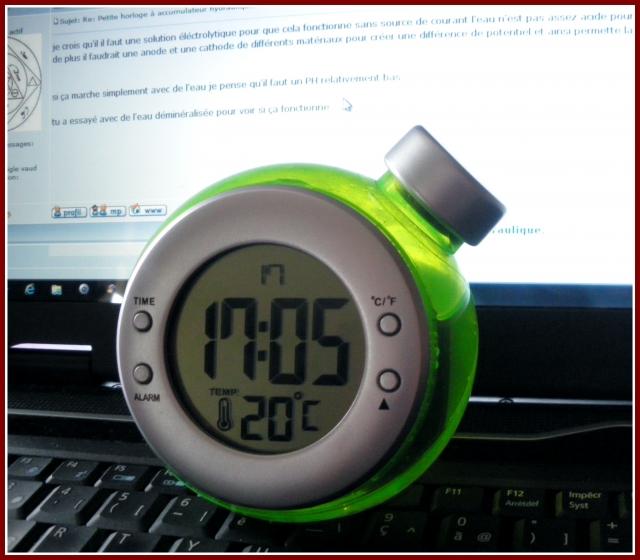 Petite horloge à accumulateur hydraulique. 1203050512391080539537486