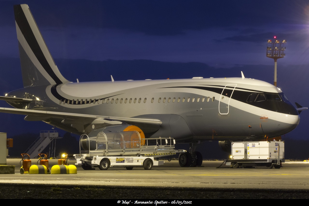 Spotting du 06/03/2012 : A319CJ (M-KATE) + Agusta A109SP (3A-MDF) + 320 Sharklets 1203061127151438369543353