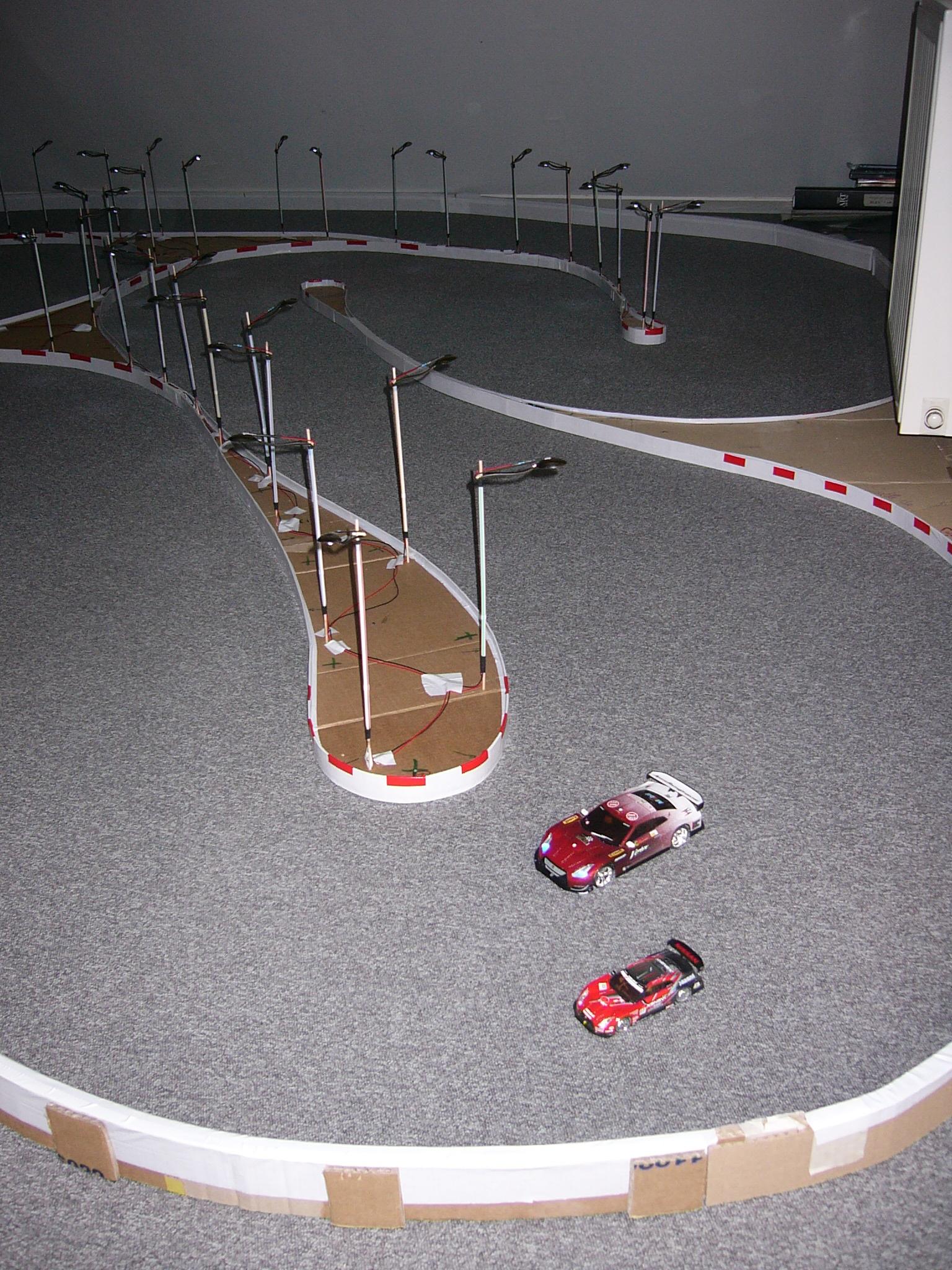 Piste maison bidouill sur vielle moquette for Moquette circuit voiture