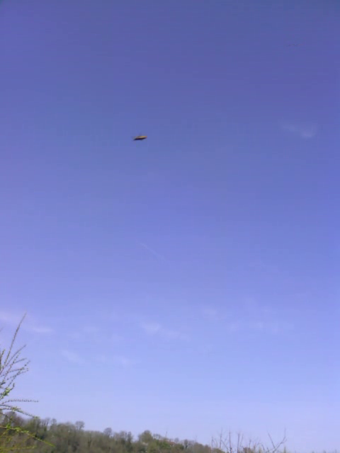 """Les Blurfos: """"blurry UFO"""" ou """"OVNIS flous"""" 120329040326927779644941"""