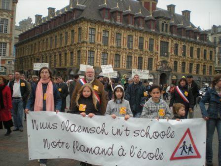 Zaterdag 31 maart 2012 : gemeenschappelijke manifestatie in Rijsel voor de erkenning van het Vlaams en het Picardisch 1203311056561419619656096