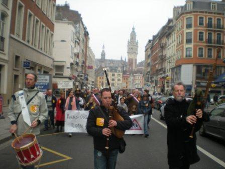 Zaterdag 31 maart 2012 : gemeenschappelijke manifestatie in Rijsel voor de erkenning van het Vlaams en het Picardisch 1203311109531419619656152