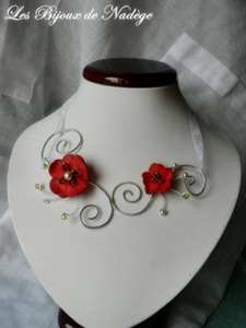 collier de mariage fleur rouge coquelicot