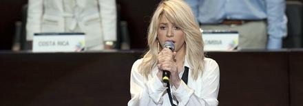 1204140853161432129719112 Shakira interprète lhymne national Colombien !