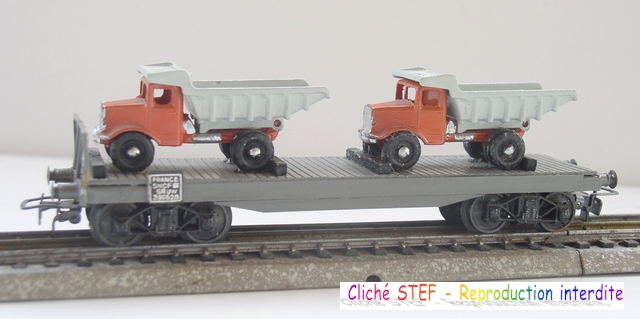 Wagons plats à bogies maquette et semi maquette chargés 120420100405878979742465