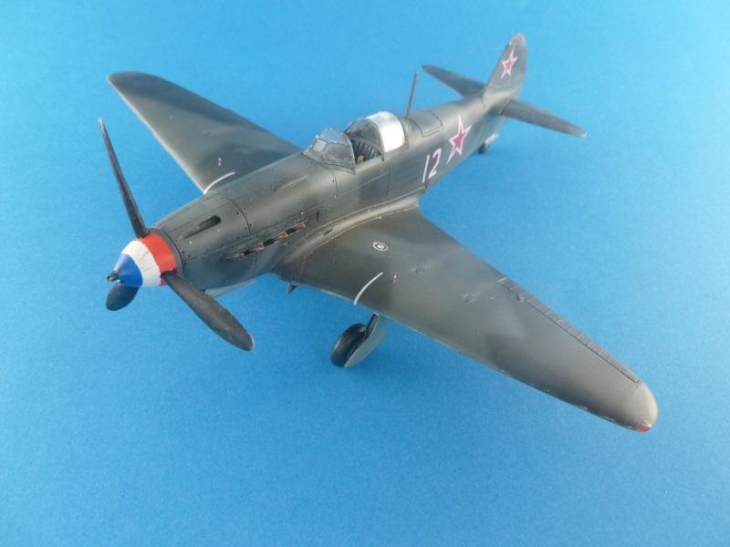 Le yak-9D de Jacques de sazint Phalle maquette au 1/48 1204231137341476839759250