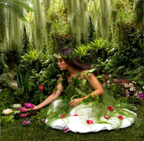 RIJK  ZIJN  IS femme en vert dans la nature