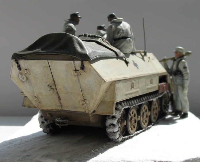 Sd.Kfz 251/1 Ausf.D Dragon 1/35 120524044549667019894632