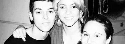 1205251135271432129897917 Shakira avec des fans à Barcelone   Photos