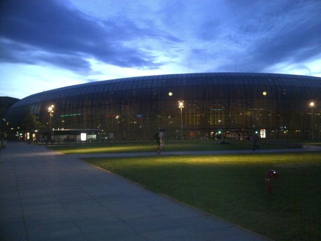 La gare de Strasbourg sous un ciel magnifique juste avant le couché du soleil 1206141129141251409984634