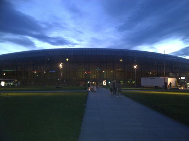 La gare de Strasbourg sous un ciel magnifique juste avant le couché du soleil 1206141129331251409984635