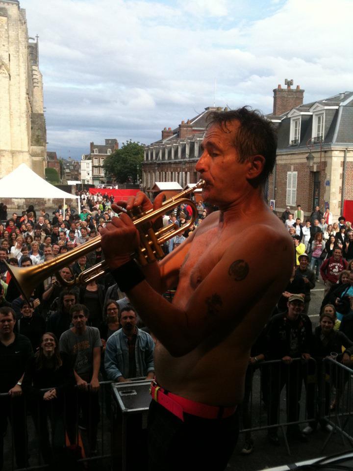 """YAROL POUPAUD parle du """"TOUR 2012"""" de JOHNNY HALLYDAY (sur Radio Campus le 22 février 2012) 12063010412814236110048964"""