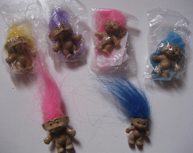 Pins, broches et badges trolls (Made In China-sans marque) 12072509042115254110142089