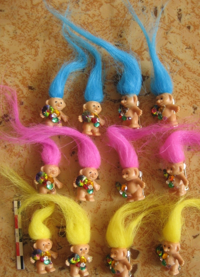 Pins, broches et badges trolls (Made In China-sans marque) 12072509054315254110142097