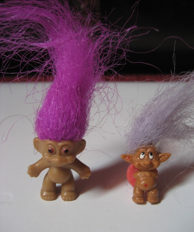 Pins, broches et badges trolls (Made In China-sans marque) 12072509062015254110142103