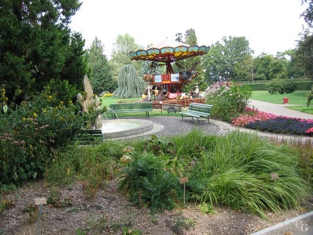 Jardin botanique le carrousel for Camping le jardin botanique limeray