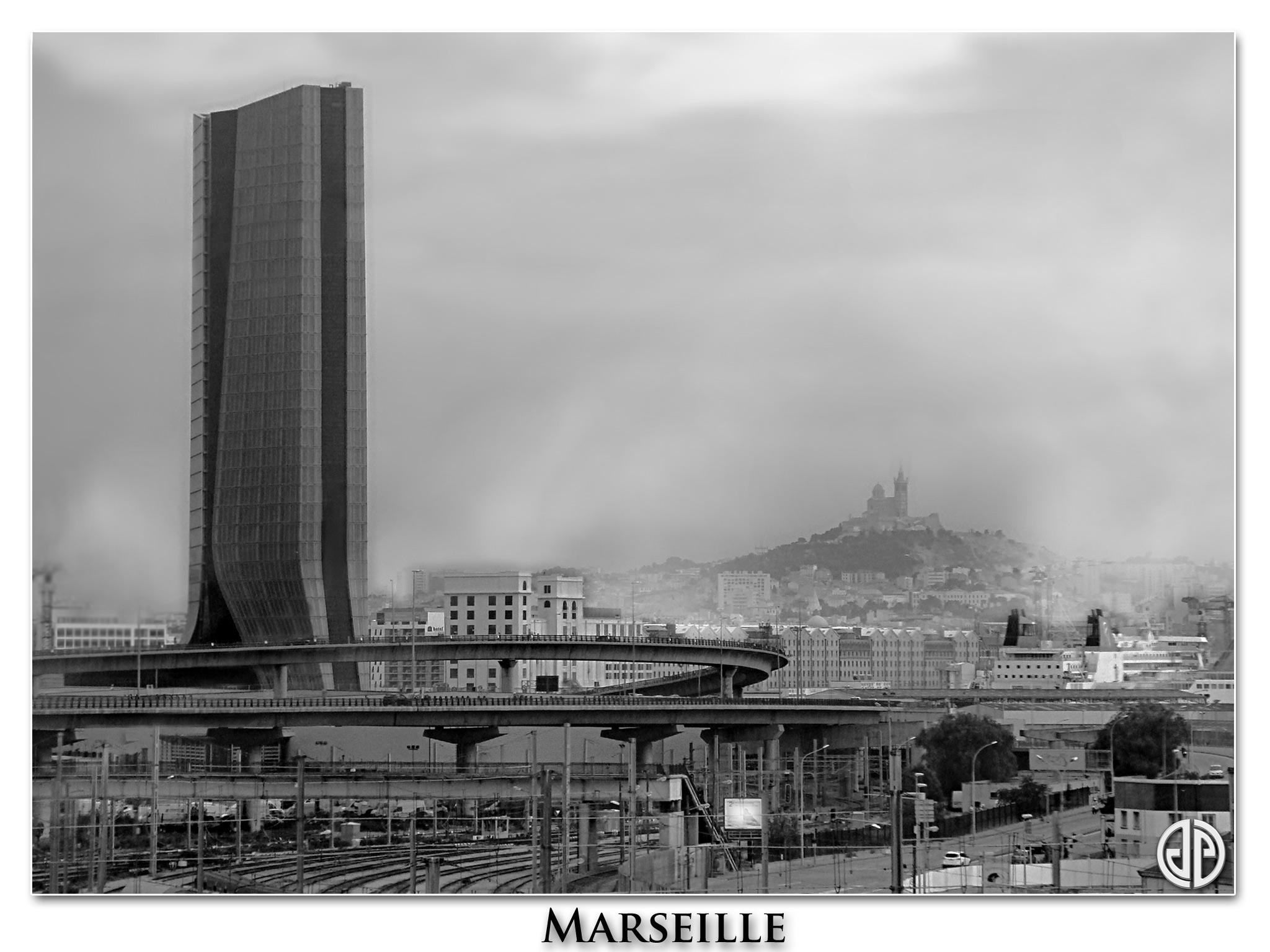 Marseille-noir-&-blanc-Notre-dame-de-la-garde-02