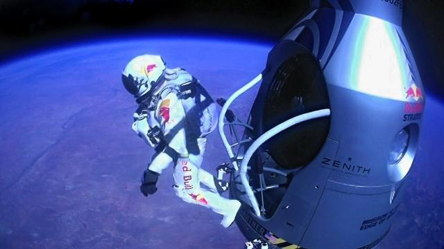 Félix Baumgartner - Dimanche 14 octobre 2012 - 1 137 km/h -  39 kms d'altitude dans t) L'ARDECHE MOUN POI 12101512473215299610436738